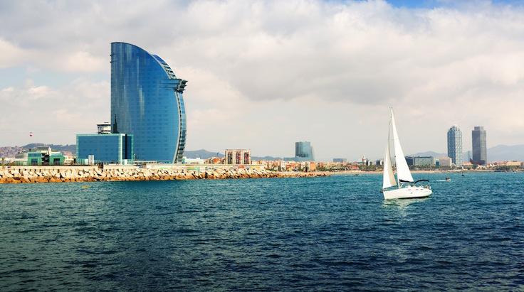 Barcelona_Barco navegando barcelona hotel w