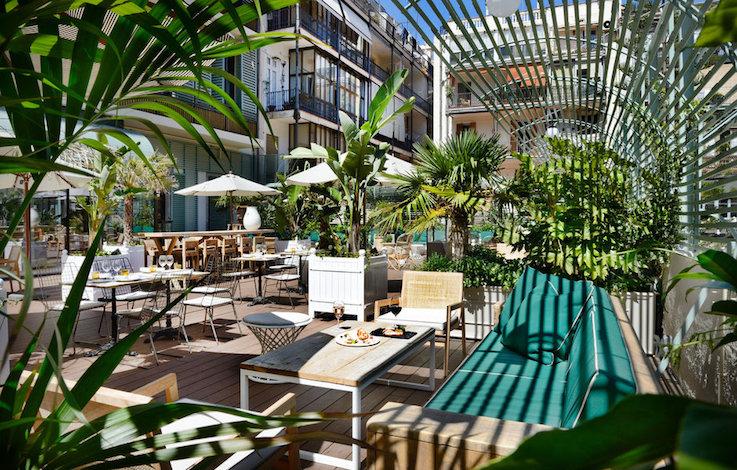 courtyard-dining-garden-jungle